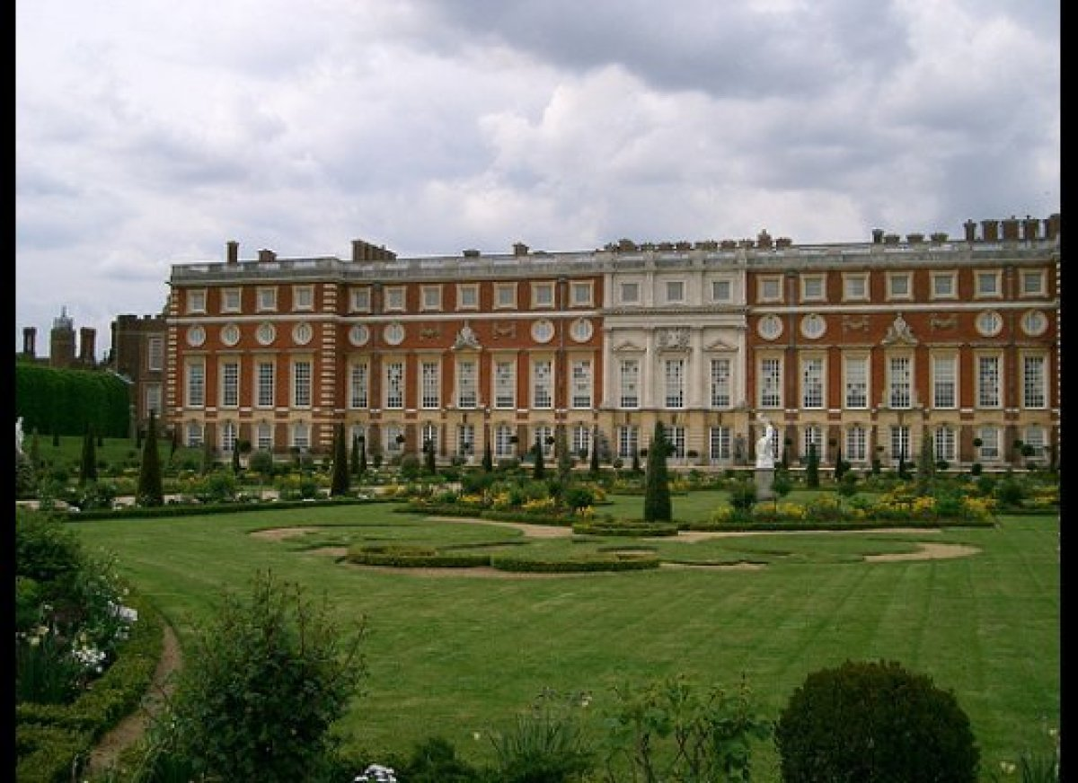 Hampton Court Place